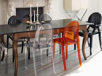 sedie tante forme colori e materiali per un elemento